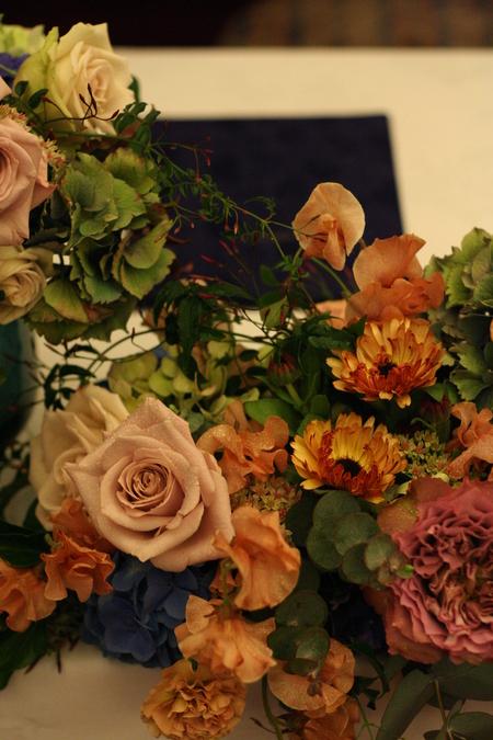 新郎新婦様からのメール 紅茶と青の金色の装花 レストランPACHON様へ_a0042928_2217355.jpg