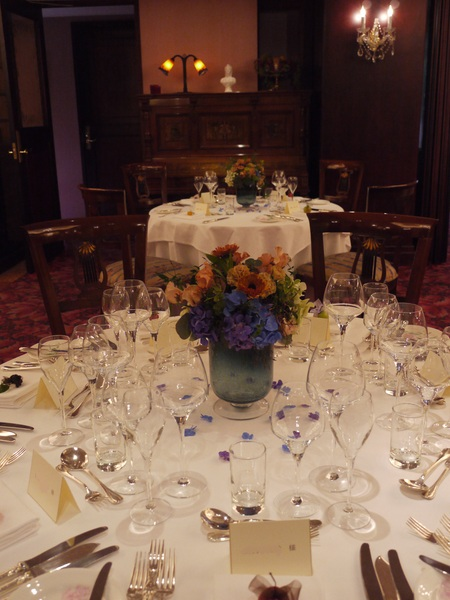新郎新婦様からのメール 紅茶と青の金色の装花 レストランPACHON様へ_a0042928_22183541.jpg