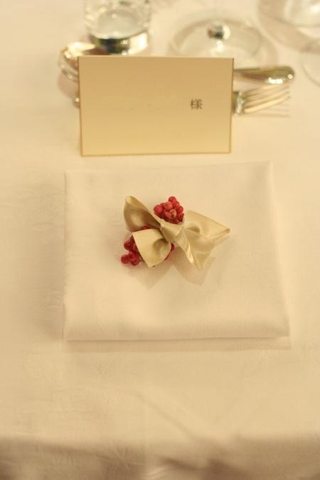 新郎新婦様からのメール 紅茶と青の金色の装花 レストランPACHON様へ_a0042928_22184698.jpg