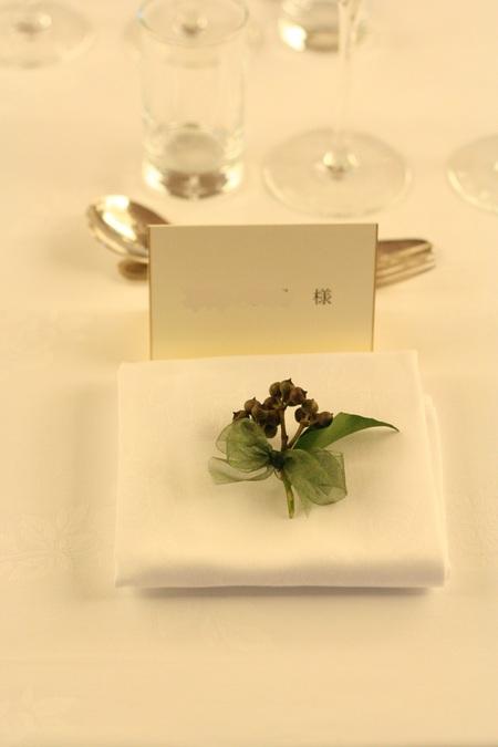 新郎新婦様からのメール 紅茶と青の金色の装花 レストランPACHON様へ_a0042928_22185347.jpg