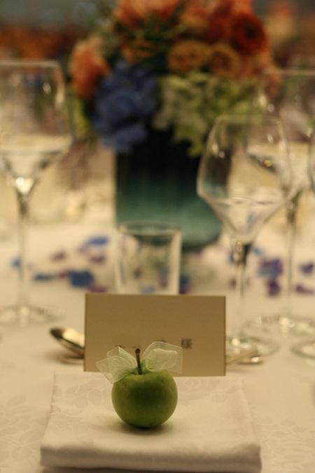 新郎新婦様からのメール 紅茶と青の金色の装花 レストランPACHON様へ_a0042928_22191243.jpg