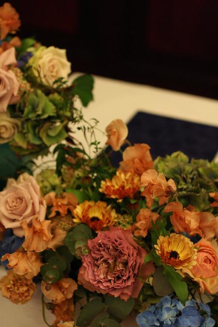 新郎新婦様からのメール 紅茶と青の金色の装花 レストランPACHON様へ_a0042928_2219461.jpg