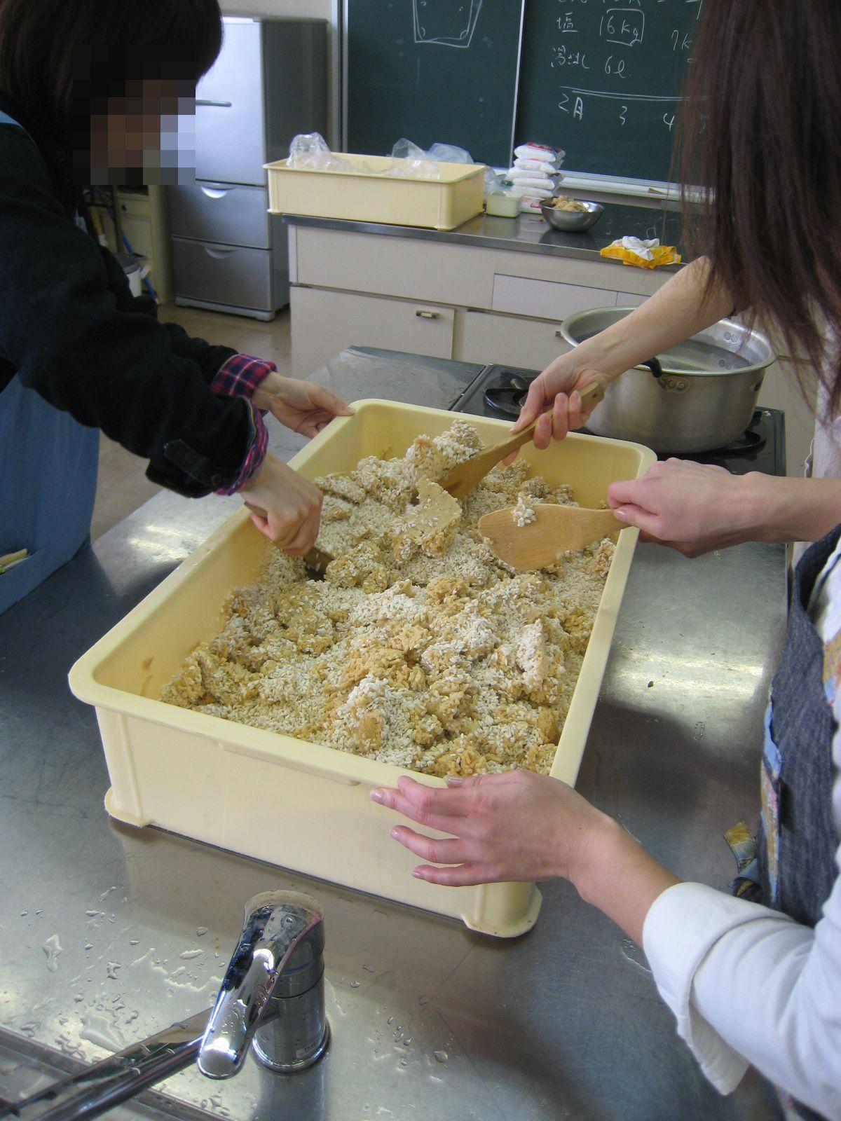 毎年恒例の味噌作りイベント_e0121558_23241261.jpg