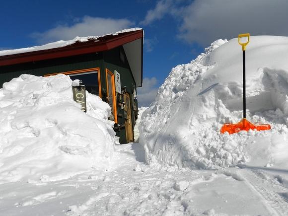 そろそろ雪も・・_d0208998_15343942.jpg