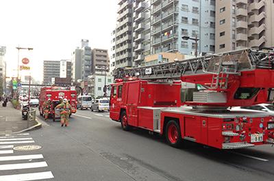 今日は午後から両国に、帰り際に消防車が一杯来た!_b0194208_18191824.jpg