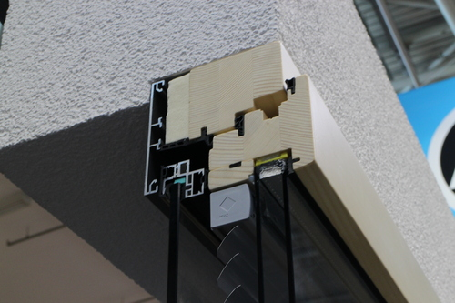 1301ドイツ研修:BAU2015-5 ブラインド内蔵木製サッシ_e0054299_16353543.jpg