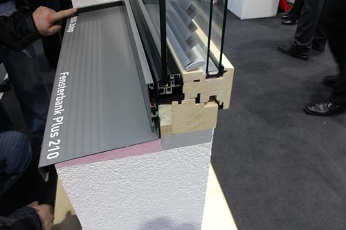 1301ドイツ研修:BAU2015-5 ブラインド内蔵木製サッシ_e0054299_1635438.jpg
