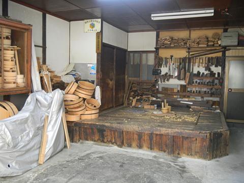 仕事場は職人のステージ 「桶類一式」 十三 樽加商店さん_c0069903_636536.jpg
