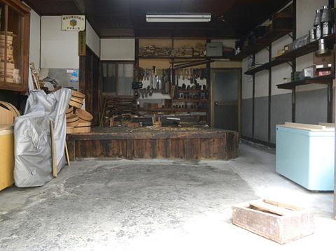 仕事場は職人のステージ 「桶類一式」 十三 樽加商店さん_c0069903_639356.jpg