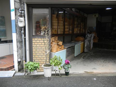 仕事場は職人のステージ 「桶類一式」 十三 樽加商店さん_c0069903_6395644.jpg
