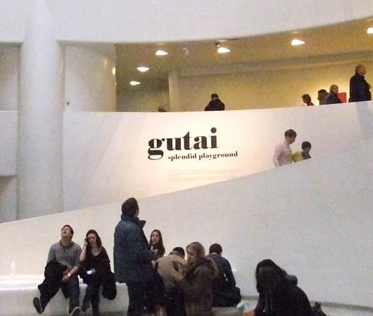 NYのグッゲンハイム美術館で日本の前衛アーティスト集団「具体美術協会」(GUTAI)の特別展_b0007805_1105372.jpg