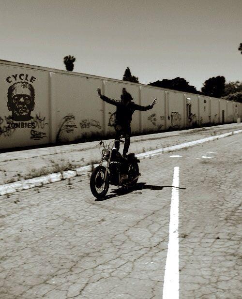 「 MOTORCYCLE & SKATE 」_c0078333_22434887.jpg