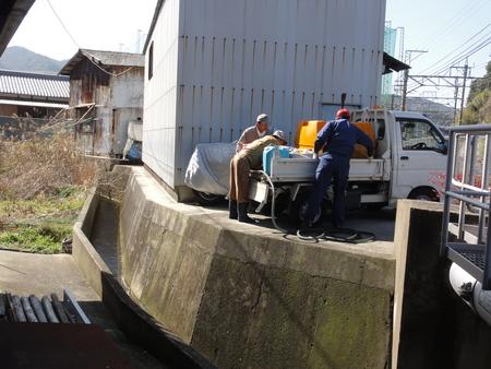 EM活性液を川の上流に投入&ササユリの道階段補修_c0108460_1813961.jpg