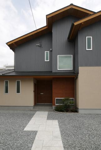 横割T邸竣工式、植栽もご入居前に完了_c0160488_19591652.jpg