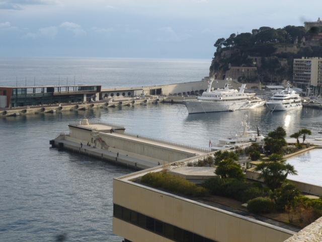 Monacoはテーマパークだった・・・モンテカルロへ_b0210699_22261014.jpg