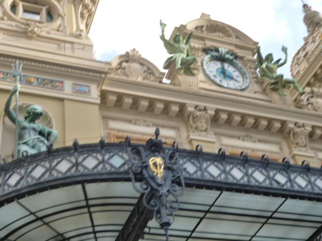 Monacoはテーマパークだった・・・モンテカルロへ_b0210699_2322663.jpg