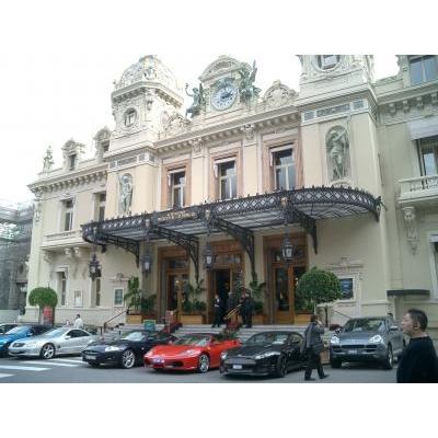 Monacoはテーマパークだった・・・モンテカルロへ_b0210699_2361558.jpg