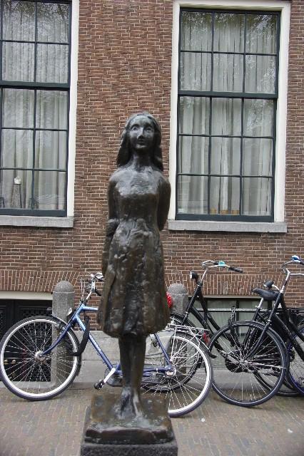 オランダの旅 (41) 【アムステルダム】 アンネ・フランクの家_c0011649_11271654.jpg