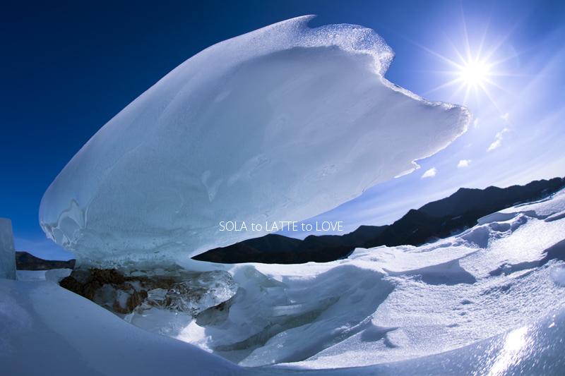 巨大な飛行船 アタシを乗せていくこれは糠平湖に現れたキノコ氷です。水位が...  「うらそらとら