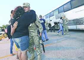 「グアム島で「州兵」600人が、家族の元から米本土へ出発」_b0003330_3405100.jpg