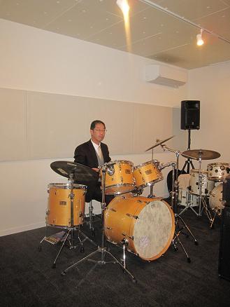 山田さんの音楽スタジオ_e0159249_1734488.jpg