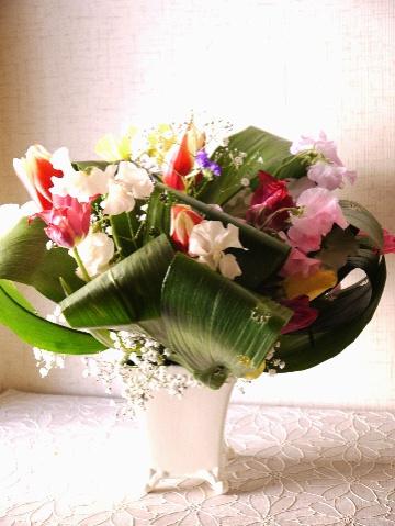 春のお花をハランにアレンジ_e0086864_22334437.jpg