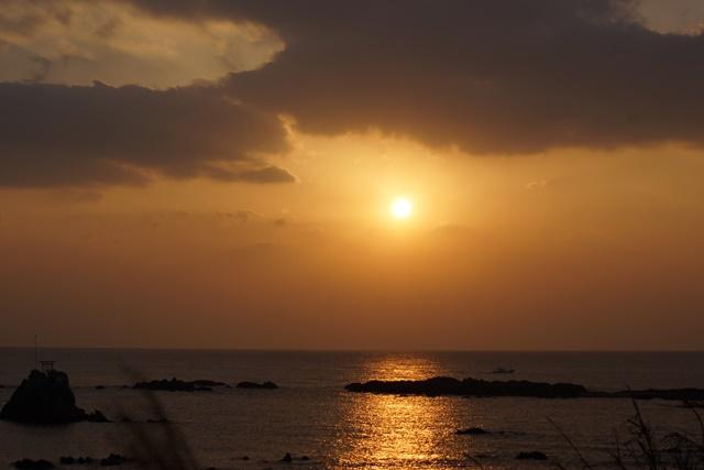 肥薩線おれんじ鉄道と美しい夕日、阿久根市の美しい夕焼け、日本一の夕日_d0181492_23201193.jpg