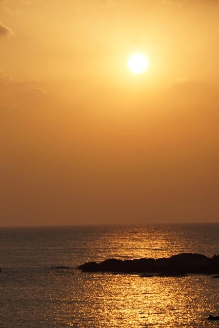 肥薩線おれんじ鉄道と美しい夕日、阿久根市の美しい夕焼け、日本一の夕日_d0181492_23202444.jpg
