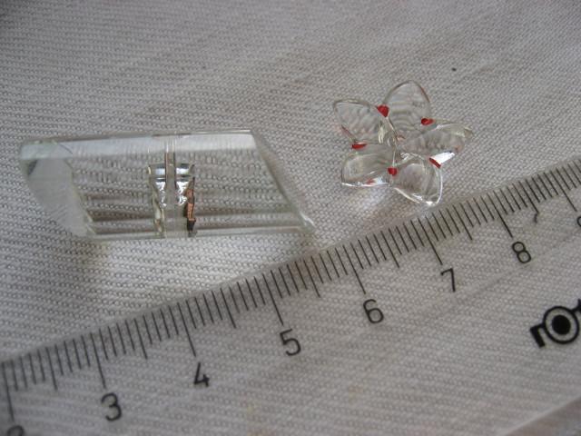 珍しい形のクリアガラスボタン その2_b0176211_17591018.jpg