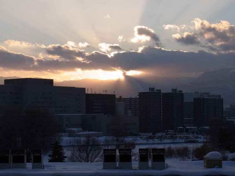 アフター排雪作業と春めく太陽_c0025115_1873297.jpg