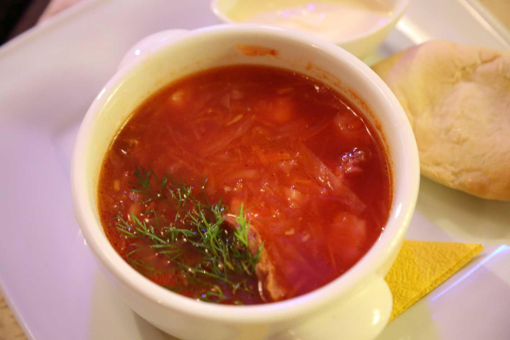 ウラジオストクのグルメ ~ おしゃれなレストランから街角の食堂まで_b0235153_8183334.jpg