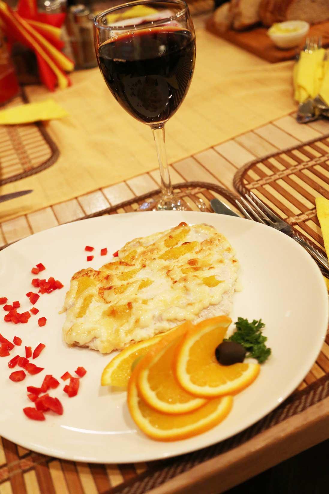 ウラジオストクのグルメ ~ おしゃれなレストランから街角の食堂まで_b0235153_819331.jpg