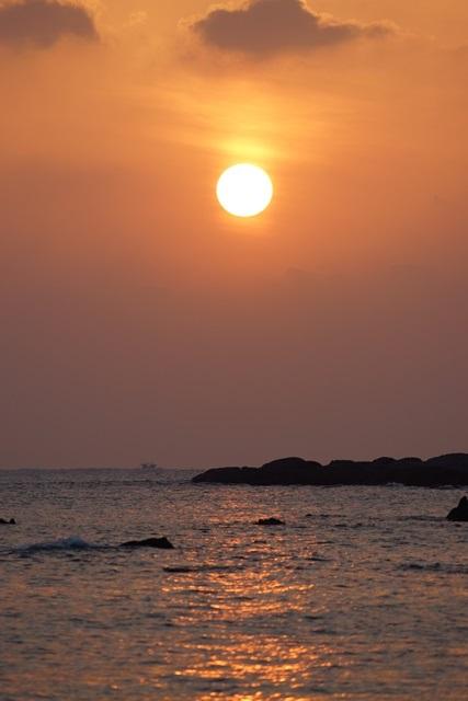 肥薩線おれんじ鉄道と美しい夕日、阿久根市の美しい夕焼け、日本一の夕日_d0181492_2002454.jpg