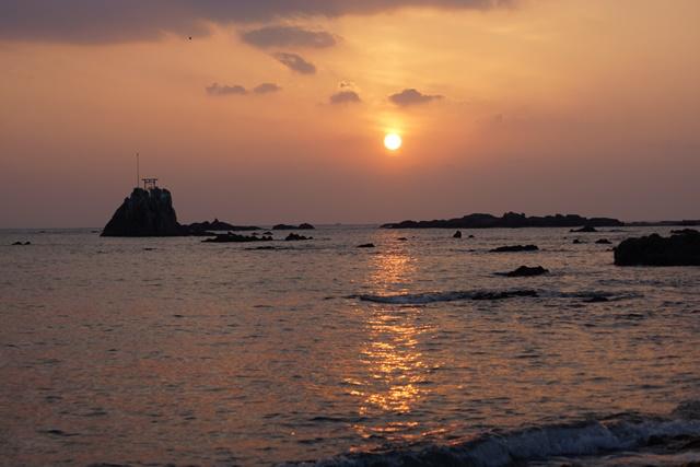 肥薩線おれんじ鉄道と美しい夕日、阿久根市の美しい夕焼け、日本一の夕日_d0181492_200315.jpg