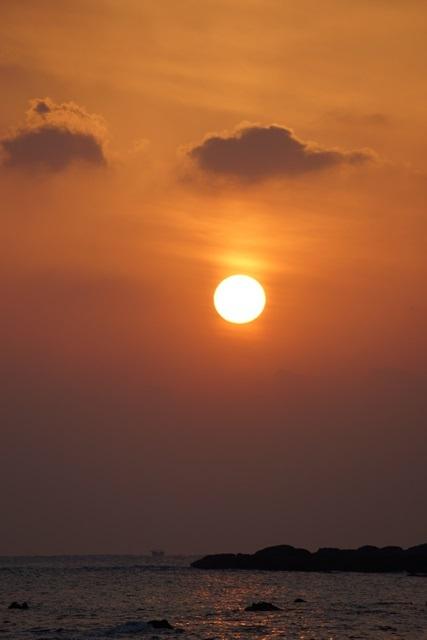 肥薩線おれんじ鉄道と美しい夕日、阿久根市の美しい夕焼け、日本一の夕日_d0181492_2003762.jpg