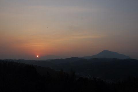 PM2.5に包まれた太陽_c0177195_21115425.jpg