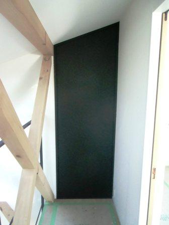「(仮)流山の3階建て」壁に黒板の塗料を施しました_f0170331_1512559.jpg