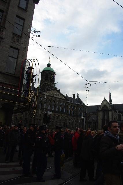 オランダの旅 (43) ダム広場の慰霊者の追悼式典に遭遇_c0011649_4554413.jpg