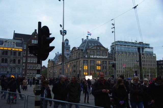 オランダの旅 (43) ダム広場の慰霊者の追悼式典に遭遇_c0011649_521187.jpg