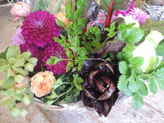 はまっちゃいました・・・・土物と切花のコラボアレンジ_b0137969_18232458.jpg