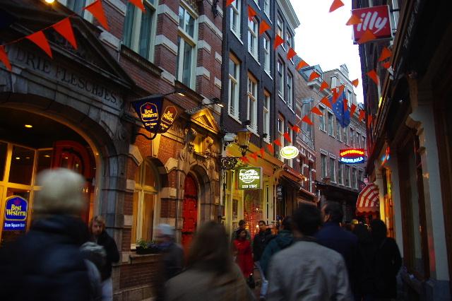 オランダの旅 (44) COFFEESHOP、中央駅、そしてホテル_c0011649_6121663.jpg