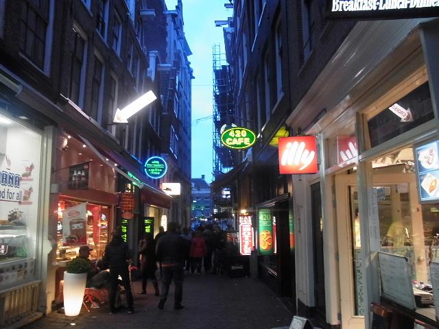 オランダの旅 (44) COFFEESHOP、中央駅、そしてホテル_c0011649_6445394.jpg