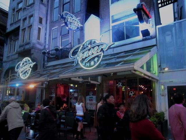 オランダの旅 (44) COFFEESHOP、中央駅、そしてホテル_c0011649_6501491.jpg