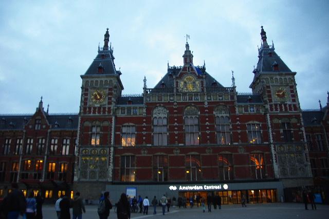 オランダの旅 (44) COFFEESHOP、中央駅、そしてホテル_c0011649_65312100.jpg
