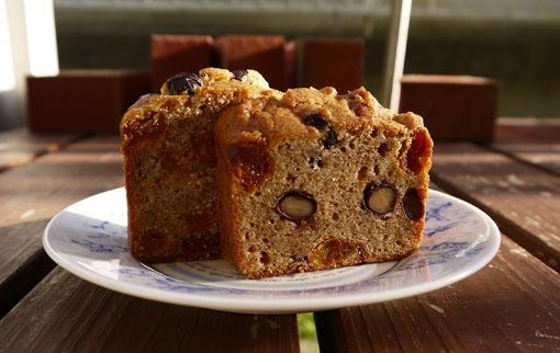 フンザのあんずで作ったケーキ ~フンザの甘さと酸っぱさと~_d0106555_1953846.jpg