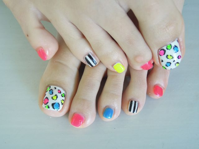 Neon Color Foot Nail_a0239065_1833019.jpg