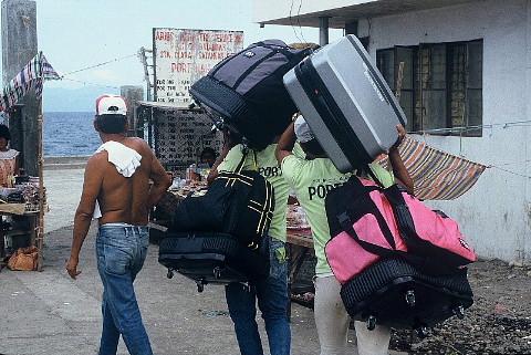 バッグは「生きざま」を運ぶ?_b0141773_1915435.jpg