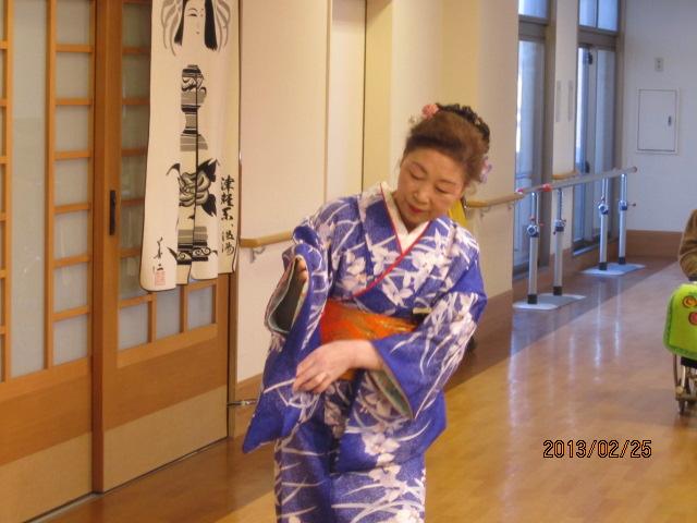 日本舞踊のボランティアが来苑されました。_e0191174_1719182.jpg