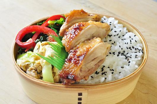 レンジ醤油糀鶏弁当_b0171098_8312469.jpg