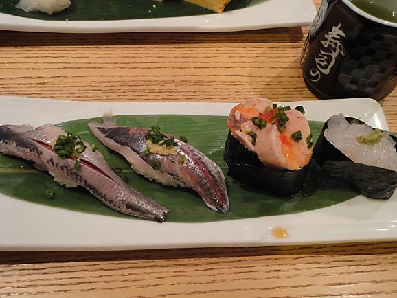 並んで食べました。「美登利寿司」!_e0230011_1822596.jpg
